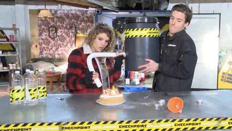 Verjaardagstaart uitblaaskanon maken!