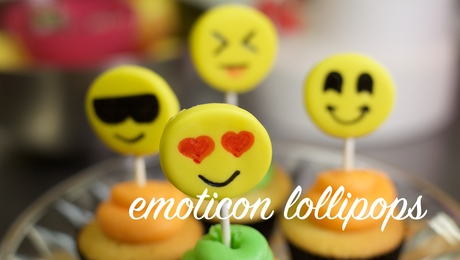 Emoticon lollipops
