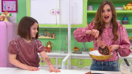 Zaira en Jill maken Baghrir voor Suikerfeest