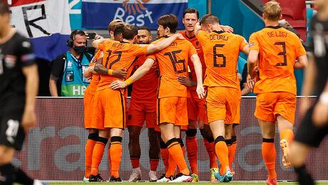 Nederland zeker van achtste finales en groepswinnaar EK