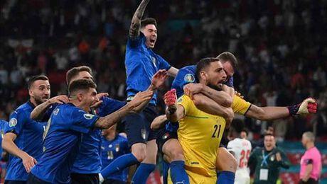 Italië wint EK voetbal na stafschoppen