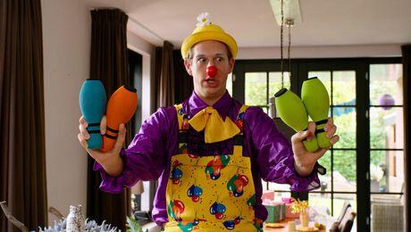 Otis uit SpangaS werkt deze zomer als clown