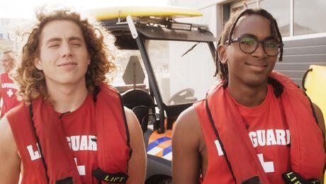 Jip en Lef werken deze zomer als strandwacht