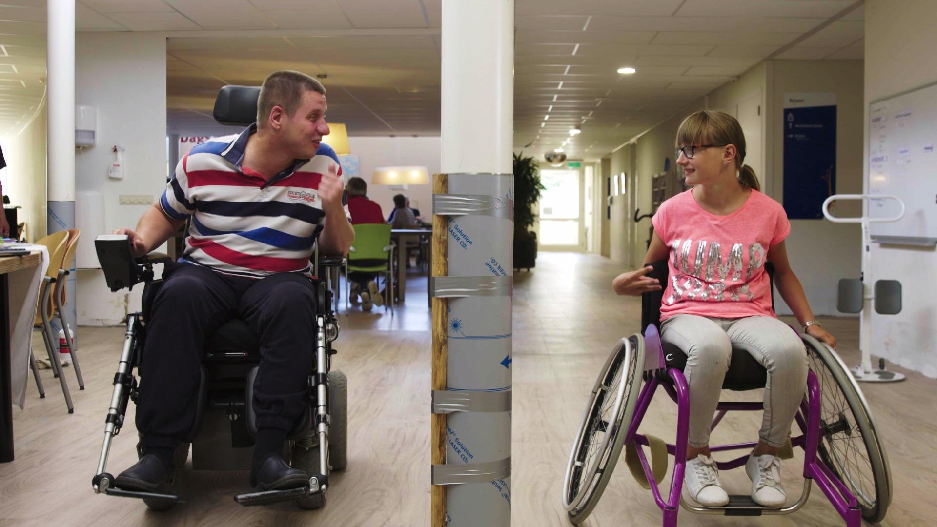 Nog_een_week_afl_4_vader_en_Esther_in_rolstoel_race.jpg